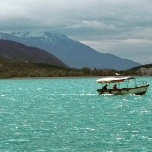 eray-önler-lake-boat-blue