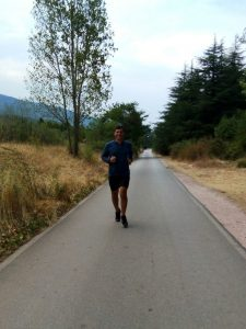 eray-önler-running-on-the-road